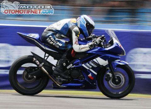 YZF R15 racing